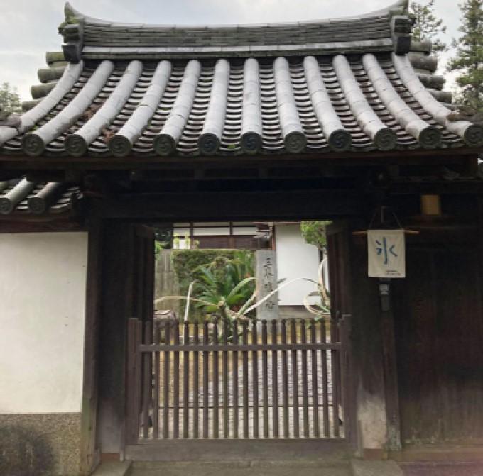 東大寺の境内に位置する塔頭 画像はLmaga.jpより
